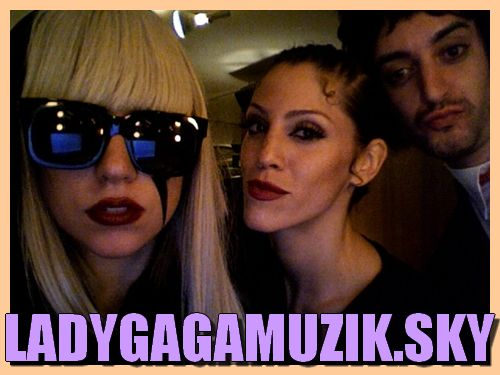 "Skyblog Officiel de Lady GaGa, pour sa promotion en France ""FEELS SO RETRO SEXUAL"""