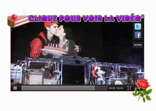 Concert Danemark + Justin souhaite un joyeux anniversaire à sa mère sur scène