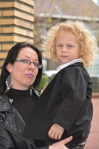 mon fils nigel 3 ans et moi sa maman photo faite le 09 mai