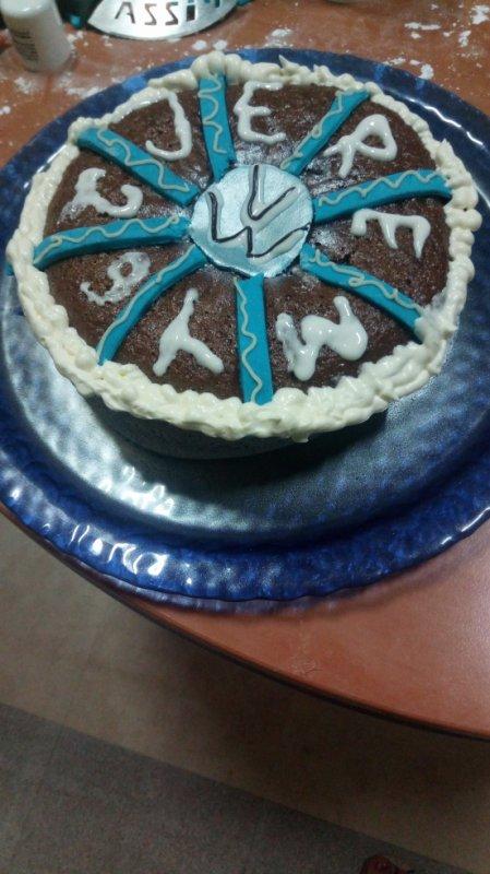voilà enfin fini mon 2eme gâteau pour mon frère il est 3h14