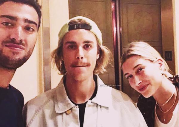 * =' 28 AUGUST ●=   Justin et Hailey Baldwin avec un fan à Beverly Hills. *