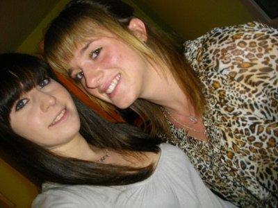 Un des bonheurs de l'amitié c'est d'avoir à qui confier un secret.