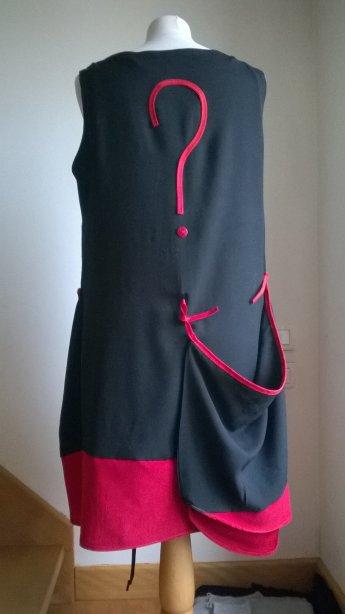 Tunique rouge et noire