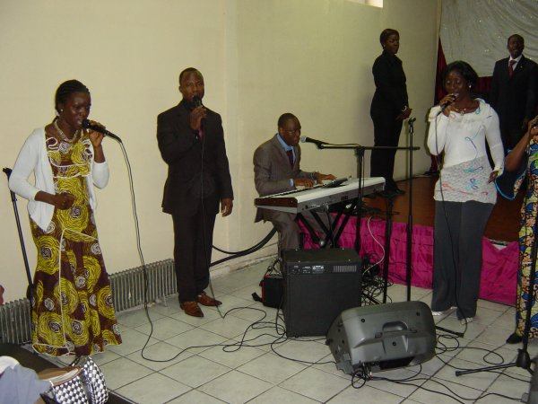 Le groupe musical EBNA en action.