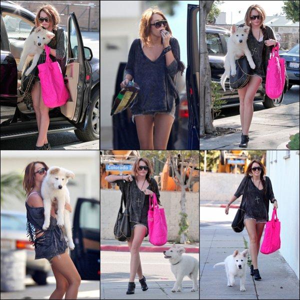 . 20.02.10 : Miley s'est rendue dans un studio d'enregistrement à Santa Monica. .