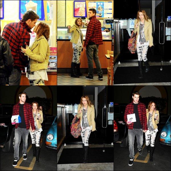 . 03.03.10 au soir : Miley et Liam allaient chez Baskin-Robbins à Los Angeles. .