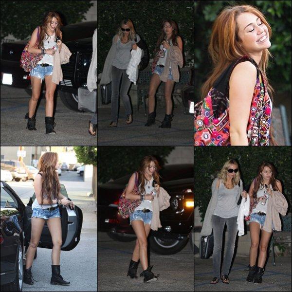 . 16.03.10 : Miley et sa mère se sont rendues dans un studio d'enregistrement à Hollywood. .