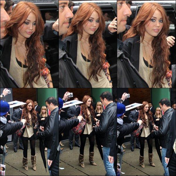 . 22.03.10 : Miley sortait, tôt dans la matinée, de son hôtel à New-York avant de se rendre aux studio d'ABC. .
