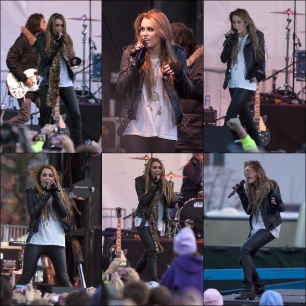 . 20/11/10 : Miley a donné un concert pour l'ouverture d'un magasin Microsoft à Bellevue. .