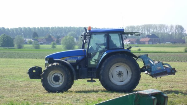 New-Holland avec herse rotative