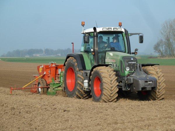 Plantation patates 2012 avec un Fendt