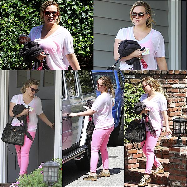 NewsHilary ! La belle a été photographiée le 23 mai alors qu'elle quittant les « Art Institute de Californie » dans Hollywood. Elle a l'air de très bonne humeur ! jem'excusepour la qualité des photos .TOP