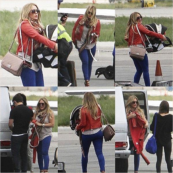 Candids Du27 Mais 2012__Hilarya été photographiée en compagnie deMike et Lucaalors qu'ils allaient prendre un jet privé.Les photos sont detrèsmauvaise Qualitémais c'est mieux que rien !Top ♥