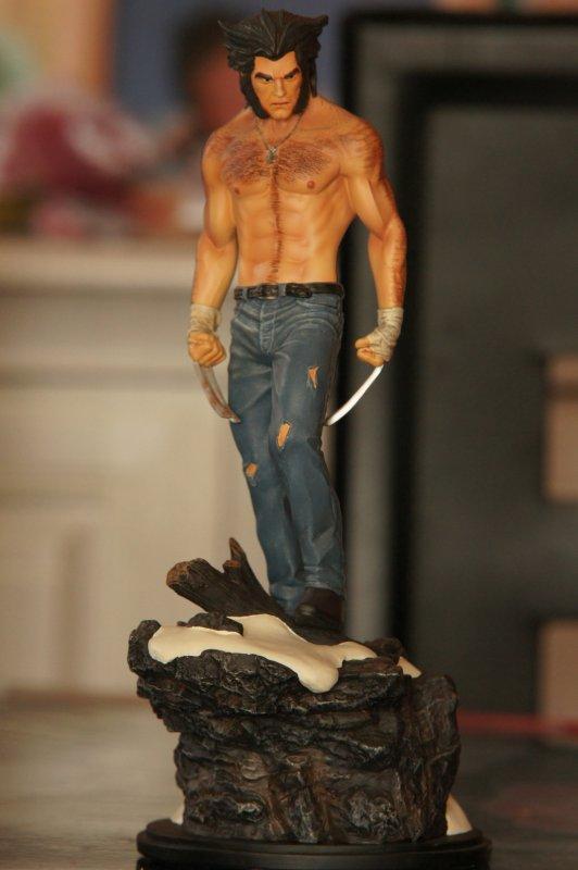 statue bowen logan