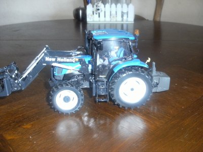 NEW HOLLAND T 6020 COULEUR BLUE POWER (MASERATI) SERIE SPECIAL
