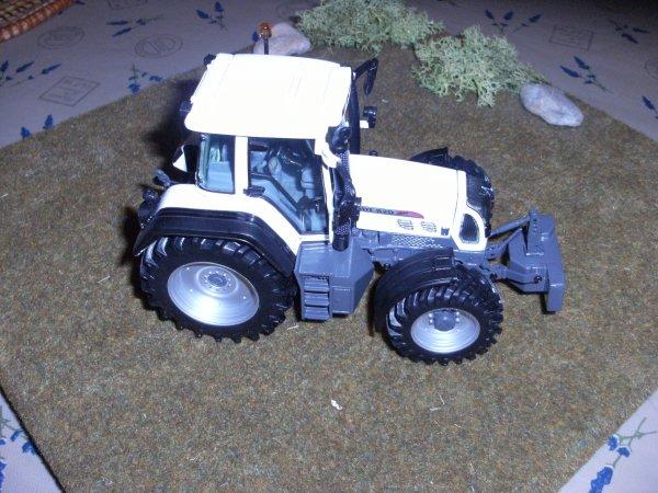 FENDT 820 WHITE EDITION