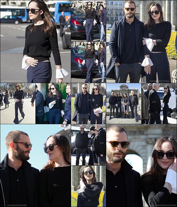 . 8 février 2017─ Dakota avec Jaja pour un photocall pour la promo de 50 nuances plus sombres,à Madrid. Encore une fois les deux mignons ont été vu ensemble dans les rues de Madrid cette fois-ci, la tenue de Dakota reste simple pour moi. .
