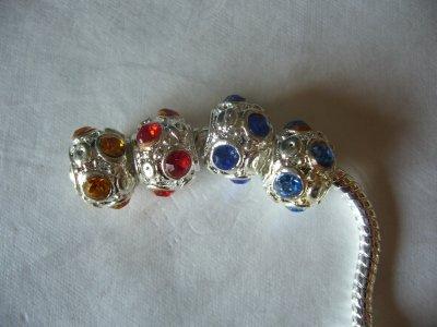 Les Perles en Métal Argenté avec Strass