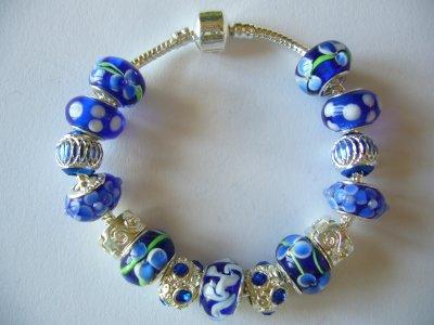 """Boucles d'Oreilles et/ou Bracelets """"Le Bouquet de Bleuets"""" et """"La Fleur de Saphir"""""""