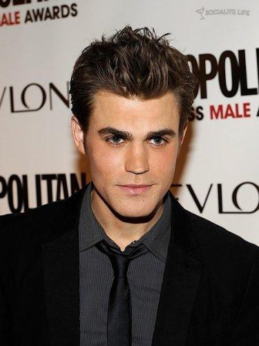 Paul Wesley ou Robert Pattinson ?