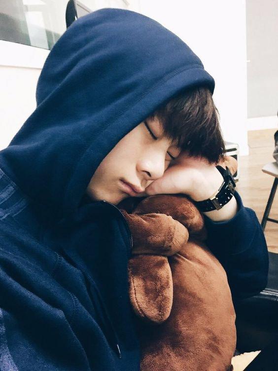 ZZZzzzzz...dort bien petit Hyungwon ♥
