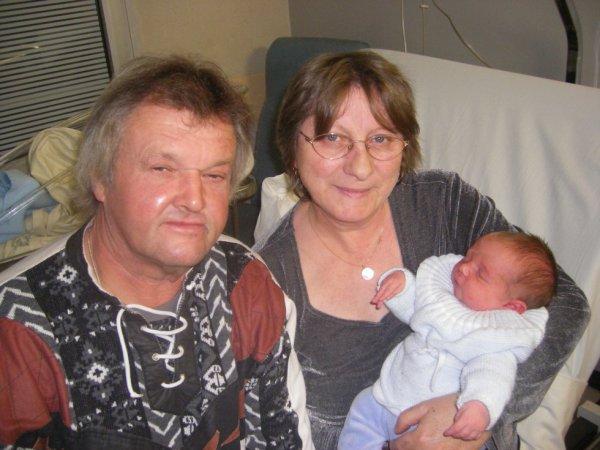Mes parents et leur petit fils