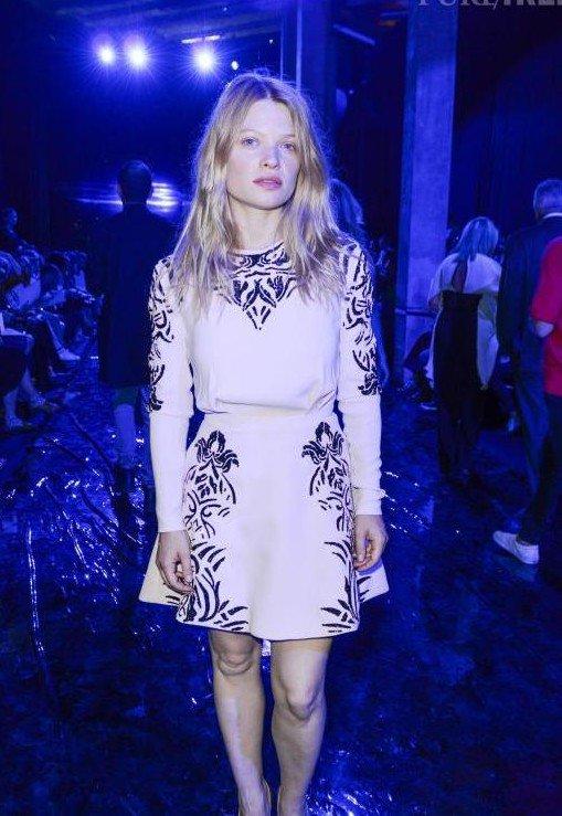 Texte du Tweet Mélanie Thierry au défilé Zuhair Murad (collection haute couture automne-hiver 2015-2016). Paris, le 9 juillet 2015.
