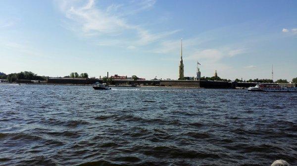 Eerste kennismaking met Sankt Petersburg vanop het water.
