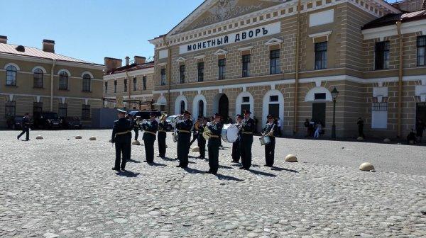 Promotie en diploma uitreiking aan Kadetten van de Marine.