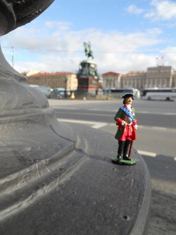 Militaire en Diplomatieke ondersteuning in Sankt Petersburg.