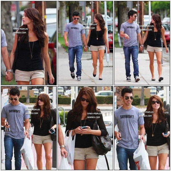 . 28/09/10 : Ashley Greene et son petit copain Joe Jonas sont aller acheter un cadeau pour Frankie Jonas à L.A   .
