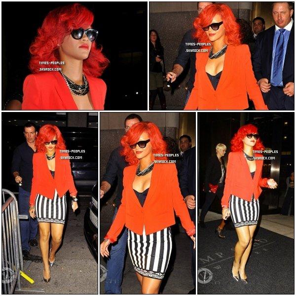 . 28/09/10 : Rihanna quittant son hotel à New York pour se rendre au concert de Drake   .