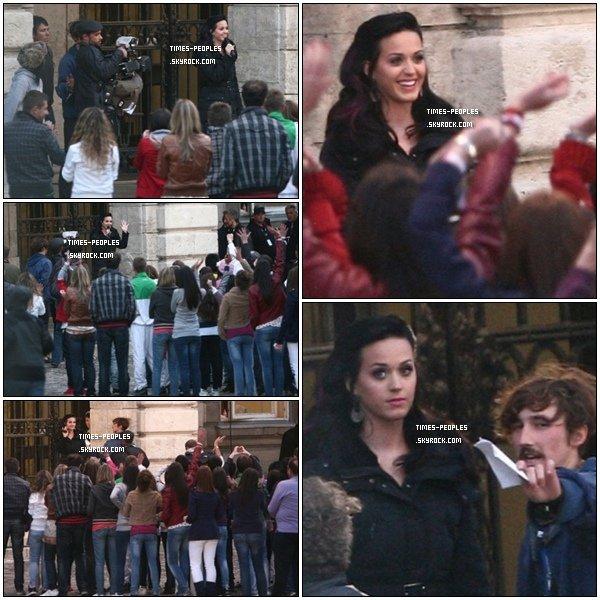 """. 28/09/10 : Katy Perry est actuellement en Hongrie à Budapest pour le tournage de son prochain clip """"Firework"""" (feu d'artifice en français)  ."""