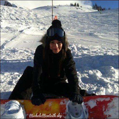 ☼ Candids du 25.11.12 : Cory et Lea ont été aperçu à l'aéroport de Vancouver !  Enfin du Monchele, ils sont trop mimi ensemble :P On sait enfin pourquoi ils ont acheter des snowbords ! :D