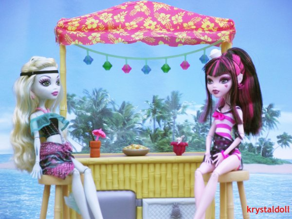 Ma collection Monster High : Lagoona et Draculaura Skull shores en vacances
