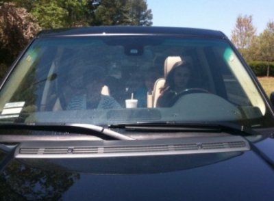 Caitlin Beadles : Justin Bieber la laisse conduire sa voiture :) Trop mignon !