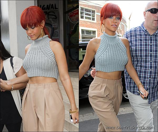.  02.03.11 : Rihanna a été aperçut faisant du shopping à Sydney. 03.03.11 : Rihanna se rend à une fête organisée par Optus à Sydney. 03.03.11 : Rihanna mange au restaurant Beppi's et se rend dans le sexshop Toolshed à Sydney. .
