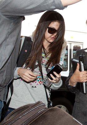 Le 01 décembre,Selena a été vu à l'aéroport de Los Angeles.