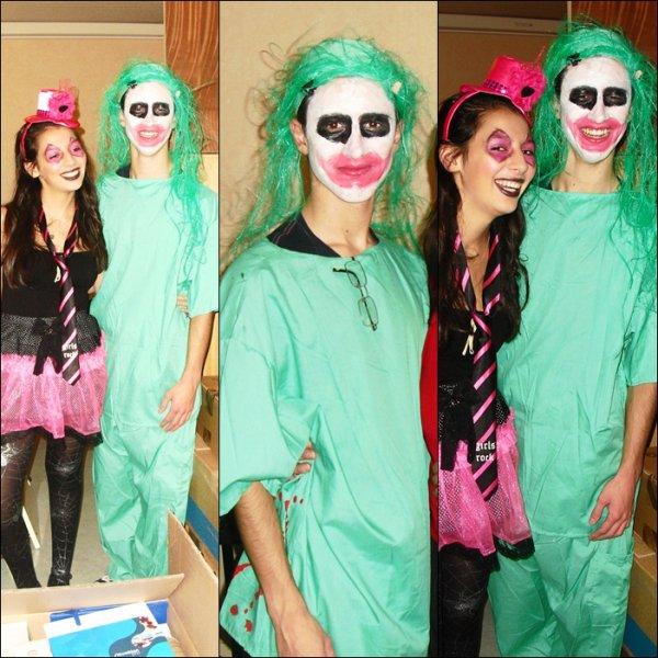 ■■ Kévin deguiser en Joker pour fêter Halloween avec Jade