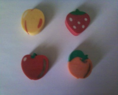 LOT DE 8 GOMMES FRUITS
