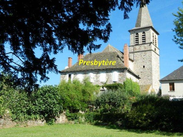 UNE HALTE A  PRADINAS (Aveyron)
