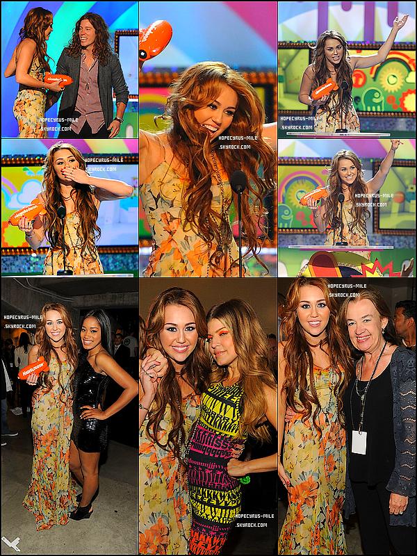 - 02/04/11: Miley était sur le tapis rouge des Kids Choice A.  2011 à Los Angeles. TOP ou FLOP ? .Sur les 3 nominations, Miley en a gagné une, « Best Movie Actress ». Bravo !  -