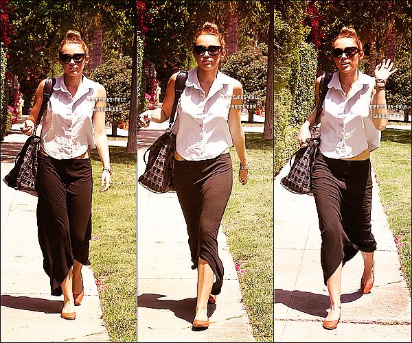 12.05.12 : Miley & Liam sont sortis dans Los Angeles pour déjeuner avec un ami.