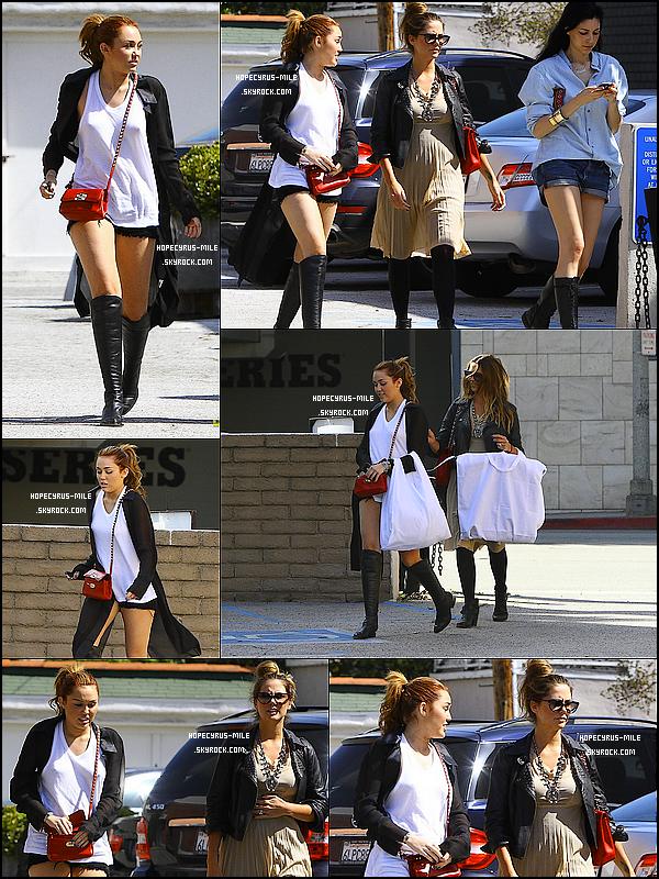 .  23/04/11 : Mil. Cyrus et des amies, dont Liam,se promenaien dans Toluca Lake.Découvrez aussi des photos pour la répet' de la tournée et  une photo pour le Gyspy Heard T. .