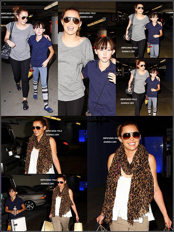 - 17/03/11: Miley et sa s½ur quittaient la salle de sport de Beverly Hills .  TOP ou FLOP ? .Plus tard Mil' et sa s½ur quittaient le centre commercial de Beverly Hills -