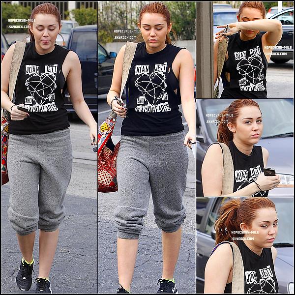 """. 14/03/11 : Miley se rendait à la gym dans Toluca Lake.TOP ou FLOP ? .12/03/11 : Mil' c'est rendue à  l'hôtel  """"Chateau M."""" à Los Angeles.TOP ou FLOP ? ."""