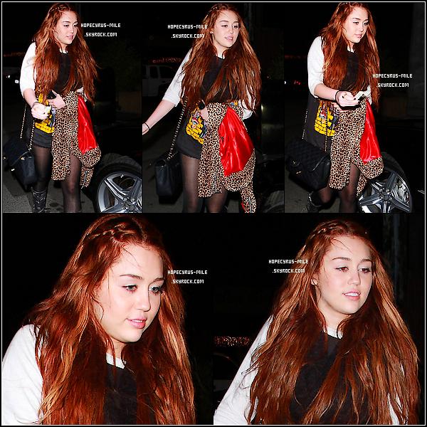 . 07/03/11: Miley Cyrus est allée manger des Sushi dans Los Angeles. TOP ou FLOP ?+ Le 08/03/11 : Miley et sa mère sont allées dans un studio .Photo ici.