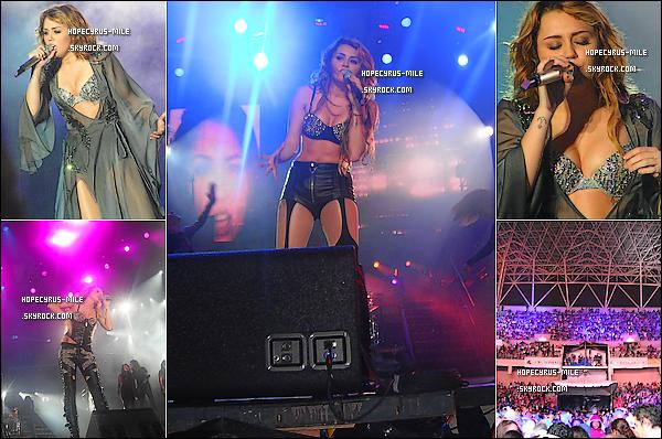 .   10/05/11  Miley  a donnée un concert à San Jose,+ 2 photos du photoshoot pour le Magazine Parade .  19/05/11 : Miley a été visiter une école . Le soir même Miley a donner concert en Colombie .( Photos ) .