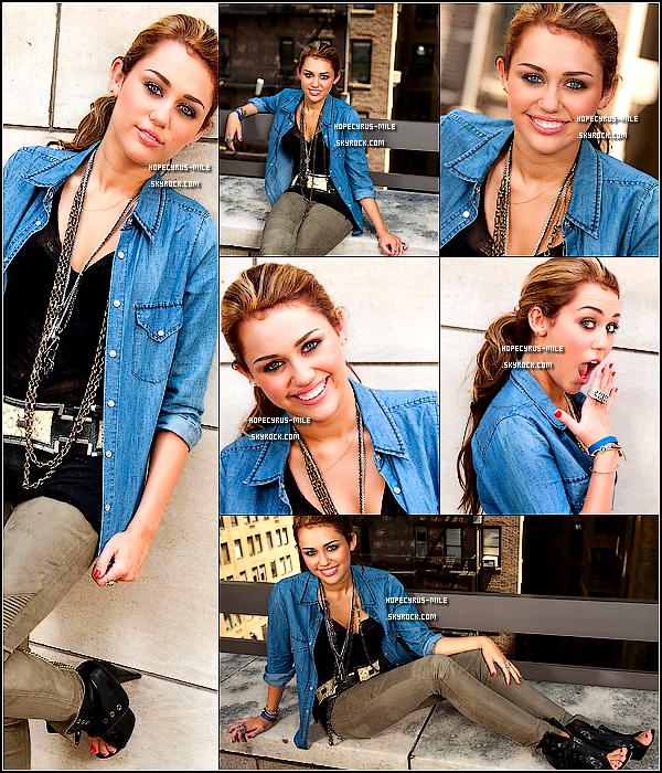 . ___♦ Photoshoot ; 2010 Découvrez ou redécouvrez un shoot que Miley à fait a New York. __ Tu aimes ?..