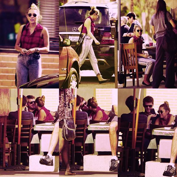 - 29.01.12 : Miley, Liam et un ami étaient entrain de déjeuné à Los Angeles.  -